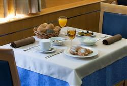 Hotel Jezero - 7/8-dniowy zimowy pobyt z skipassem w cenie****7