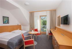 Hotel Jezero - 7/8-dniowy zimowy pobyt z skipassem w cenie****12