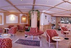 Hotel Piancastello - 5denní lyžařský balíček se skipasem a dopravou v ceně***8