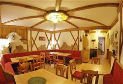 Hotel Piancastello - 5denní lyžařský balíček se skipasem a dopravou v ceně***11