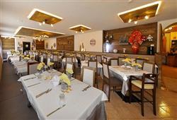 Hotel Piancastello - 5denní lyžařský balíček se skipasem a dopravou v ceně***13