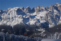 Hotel Piancastello - 5denní lyžařský balíček se skipasem a dopravou v ceně***30
