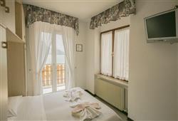 Hotel Aurora Paganella - 5denní lyžařský balíček se skipasem a dopravou v ceně***7