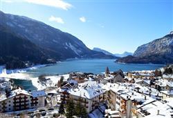 Hotel Aurora Paganella - 5denní lyžařský balíček se skipasem a dopravou v ceně***17