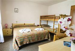 Hotel Aurora Paganella - 5denní lyžařský balíček se skipasem a dopravou v ceně***9