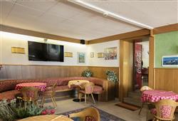 Hotel Aurora Paganella - 5denní lyžařský balíček se skipasem a dopravou v ceně***15