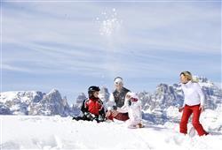 Hotel Aurora Paganella - 5denní lyžařský balíček se skipasem a dopravou v ceně***20