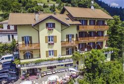 Hotel Aurora Paganella - 5denní lyžařský balíček se skipasem a dopravou v ceně***2