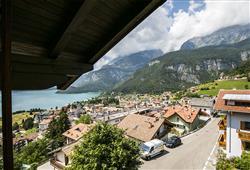 Hotel Aurora Paganella - 5denní lyžařský balíček se skipasem a dopravou v ceně***5
