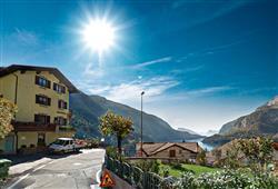 Hotel Aurora Paganella - 5denní lyžařský balíček se skipasem a dopravou v ceně***1