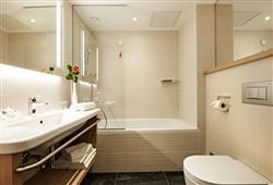 Rikli Balance Hotel – 3 až 6denný zimný balíček so skipasom v cene****6