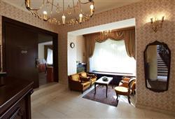 Hotel Jadran - 5denní lyžařský balíček s denním přejezdem, wellness a skipas v ceně***12