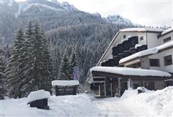 Hotel San Giusto – 6denný lyžiarsky balíček s denným prejazdom a skipasom v cene***1
