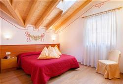 Alpotel Dolomiten – 6denní lyžařský balíček se skipasem a dopravou v ceně***3