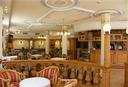 Hotel Europa - 6denný lyžiarsky balíček so skipasom a dopravou v cene***13