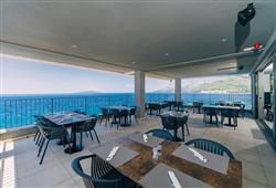 Venkovní terasa u hotelové restaurace