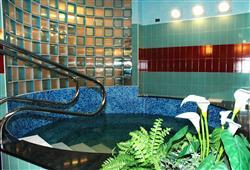 Hotel Derby - 6denní lyžařský balíček s denním přejezdem a skipasem v ceně***12