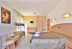 Hotel Carla**2