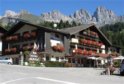 Hotel Arnica - 5denní lyžařský balíček se skipasem a dopravou v ceně****1