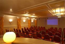 Hotel Arnica - 5denní lyžařský balíček se skipasem a dopravou v ceně****12