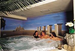 Hotel Arnica - 5denní lyžařský balíček se skipasem a dopravou v ceně****9