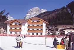 Hotel Albergo Canazei**1