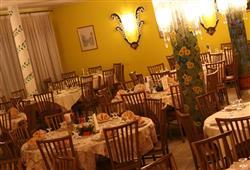 Hotel Orsa Maggiore - 5denní lyžařský balíček se skipasem a dopravou v ceně***4