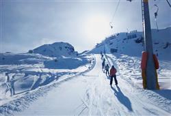 Hotel Urri - 6denní lyžařský balíček s denním přejezdem a skipasem v ceně***25