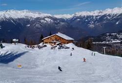 Hotel Urri - 6denní lyžařský balíček s denním přejezdem a skipasem v ceně***28