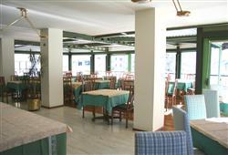Hotel Urri - 5denní lyžařský balíček s denním přejezdem a skipasem v ceně***12