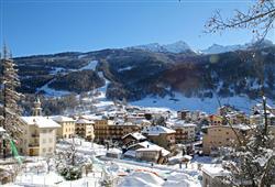 Hotel Urri - 5denní lyžařský balíček s denním přejezdem a skipasem v ceně***20