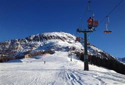 Hotel Urri - 5denní lyžařský balíček s denním přejezdem a skipasem v ceně***23