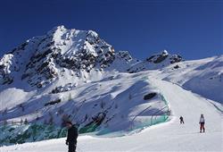 Hotel Urri - 5denní lyžařský balíček s denním přejezdem a skipasem v ceně***24