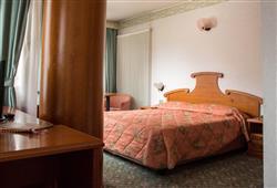 Hotel Deville - 5denní lyžařský balíček se skipasem a dopravou v ceně***7