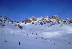Hotel Deville - 5denní lyžařský balíček se skipasem a dopravou v ceně***35