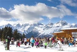 Hotel Dal Bon - 5denní lyžařský balíček se skipasem a dopravou v ceně***25