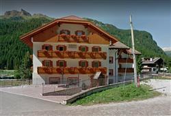 Hotel Albergo Canazei**0