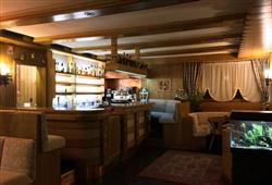 Hotel Dal Bon - 5denní lyžařský balíček se skipasem a dopravou v ceně***8