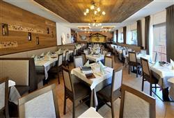 Hotel Piancastello - 5denní lyžařský balíček se skipasem a dopravou v ceně***9