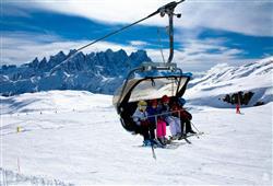 Hotel Scoiattolo - 6denní lyžařský balíček se skipasem a dopravou v ceně***25