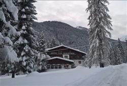 Hotel Scoiattolo - 5denní lyžařský balíček se skipasem a dopravou v ceně***1