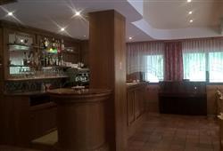 Hotel Scoiattolo - 5denní lyžařský balíček se skipasem a dopravou v ceně***10