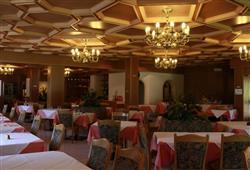 Hotel Scoiattolo - 5denní lyžařský balíček se skipasem a dopravou v ceně***12