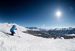 Hotel Scoiattolo - 5denní lyžařský balíček se skipasem a dopravou v ceně***24