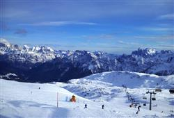 Hotel Scoiattolo - 5denní lyžařský balíček se skipasem a dopravou v ceně***25