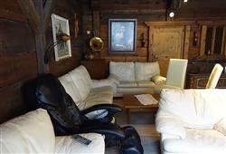 společenská místnost s masážními křesly
