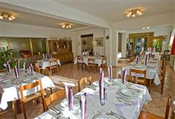 Hotel La Molinella - 5denní lyžařský balíček s denním přejezdem a skipasem v ceně***7