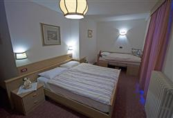 Hotel La Molinella - 5denní lyžařský balíček s denním přejezdem a skipasem v ceně***4