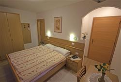 Hotel La Molinella - 5denní lyžařský balíček s denním přejezdem a skipasem v ceně***5