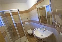 Hotel La Molinella - 5denní lyžařský balíček s denním přejezdem a skipasem v ceně***6